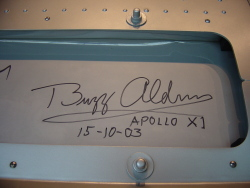 バズ・オルドリンの記念サイン