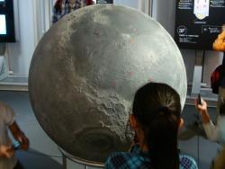 凸凹つき月球儀