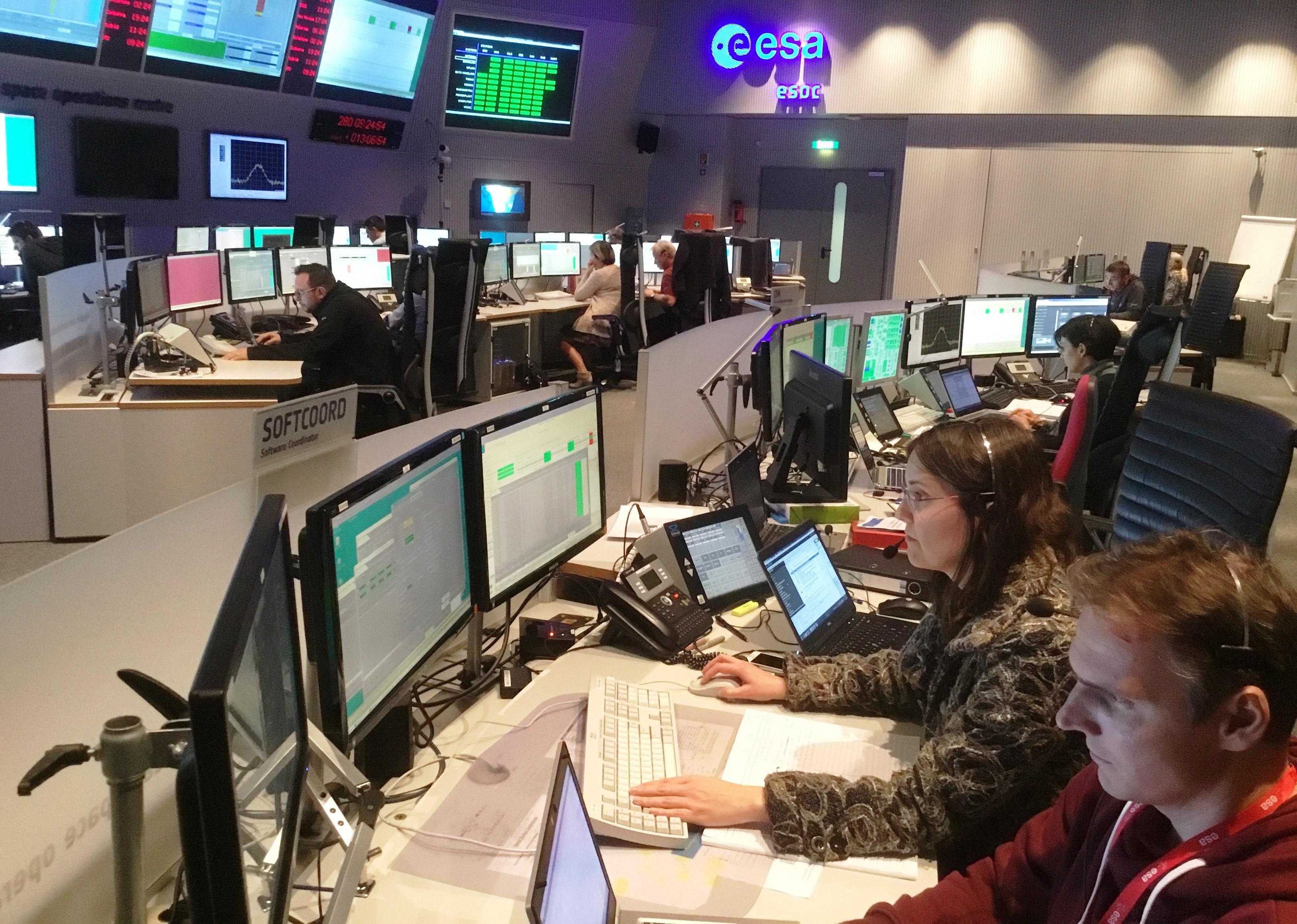 エクソマーズの火星到着に向けてのシミュレーションを行う管制チーム