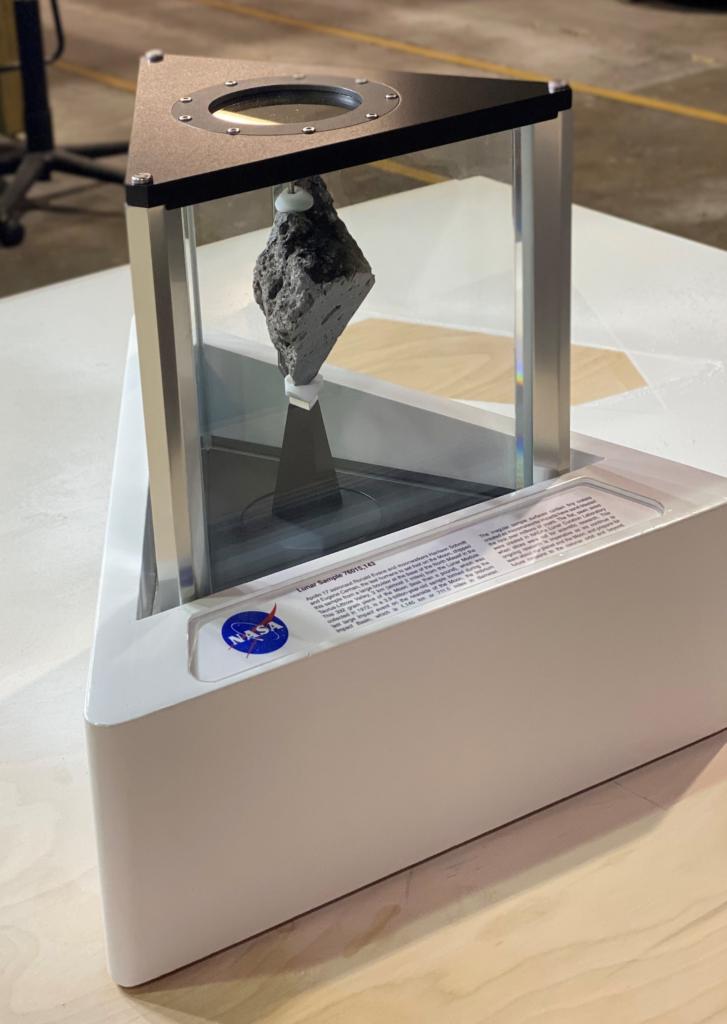 大統領執務室に展示されることになった月の石