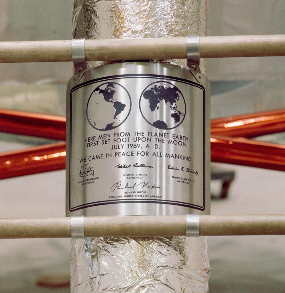 アポロ11号の銘板